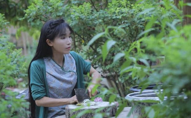 """Ngay tại Trung Quốc đã có loạt vlogger phong cách na ná Lý Tử Thất, có người còn gần như """"copy"""" nguyên si - Ảnh 1."""