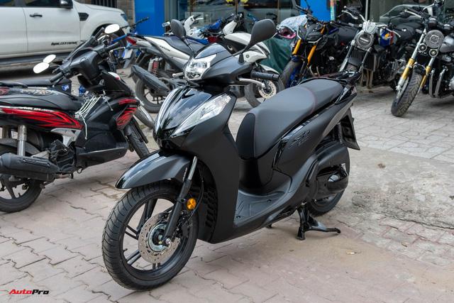 Chi tiết Honda SH300i Total Black 2020 đầu tiên về Việt Nam: Nhập Ý, giá trên dưới 300 triệu đồng - Ảnh 1.
