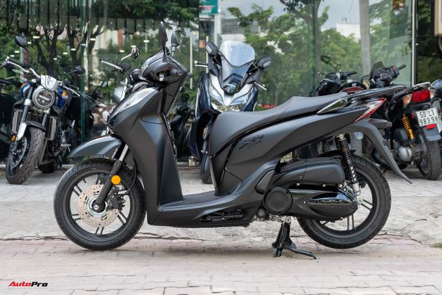 Chi tiết Honda SH300i Total Black 2020 đầu tiên về Việt Nam: Nhập Ý, giá trên dưới 300 triệu đồng - Ảnh 2.
