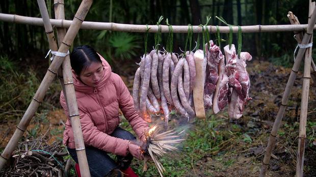 """Ngay tại Trung Quốc đã có loạt vlogger phong cách na ná Lý Tử Thất, có người còn gần như """"copy"""" nguyên si - Ảnh 12."""