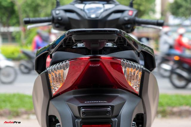 Chi tiết Honda SH300i Total Black 2020 đầu tiên về Việt Nam: Nhập Ý, giá trên dưới 300 triệu đồng - Ảnh 13.