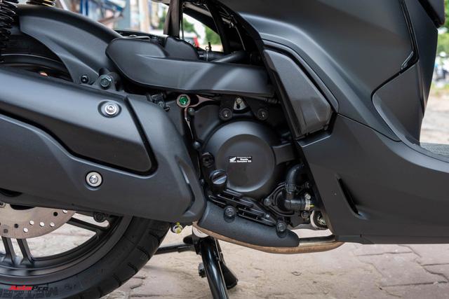 Chi tiết Honda SH300i Total Black 2020 đầu tiên về Việt Nam: Nhập Ý, giá trên dưới 300 triệu đồng - Ảnh 14.