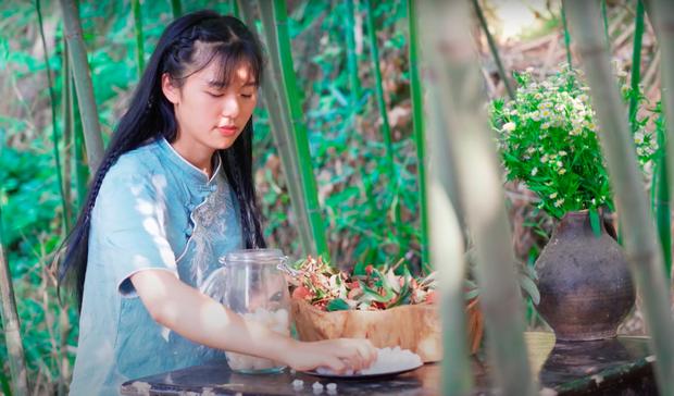 """Ngay tại Trung Quốc đã có loạt vlogger phong cách na ná Lý Tử Thất, có người còn gần như """"copy"""" nguyên si - Ảnh 27."""