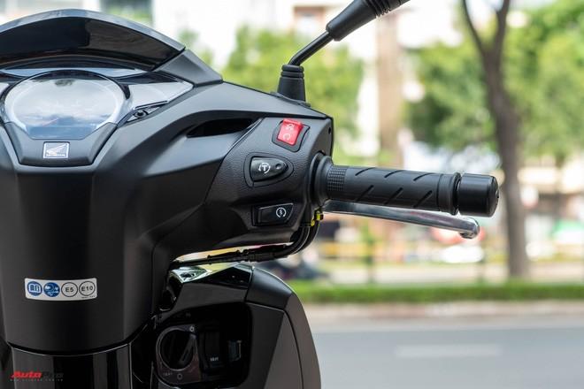 Chi tiết Honda SH300i Total Black 2020 đầu tiên về Việt Nam: Nhập Ý, giá trên dưới 300 triệu đồng - Ảnh 10.