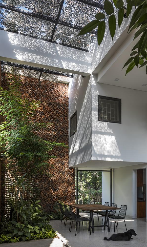 Căn nhà có những bức tường thở tại Biên Hòa nhìn thôi cũng đủ bị mê hoặc - Ảnh 2.