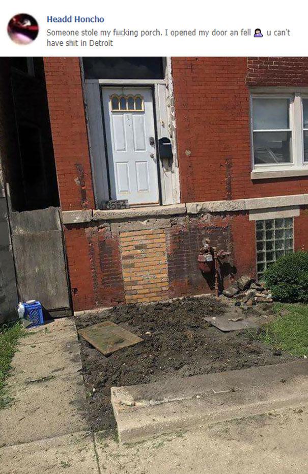 1. Sáng ra vừa mở cửa, tí thì ngã sấp mặt bởi có ai đó đã ăn cắp luôn cái bậc thềm của nhà tôi từ lúc nào rồi. Oh my God!