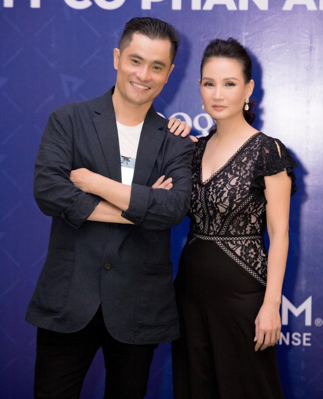 Ca sĩ Phương Anh, hoa hậu Kim Nguyên đẹp nổi bật với áo dài của NTK Nhật Dũng - Ảnh 2.