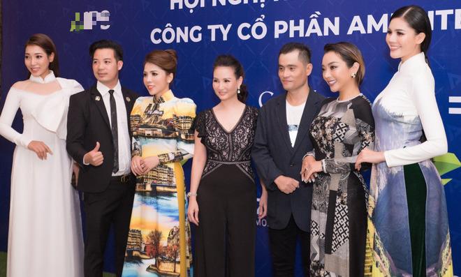 Ca sĩ Phương Anh, hoa hậu Kim Nguyên đẹp nổi bật với áo dài của NTK Nhật Dũng - Ảnh 11.