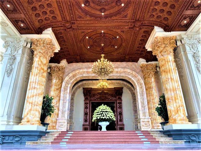 Hé lộ 1 góc nội thất lâu đài đại gia Hà Nội, chỉ phần ốp gỗ mạ vàng đã thấy quy mô khủng - Ảnh 7.