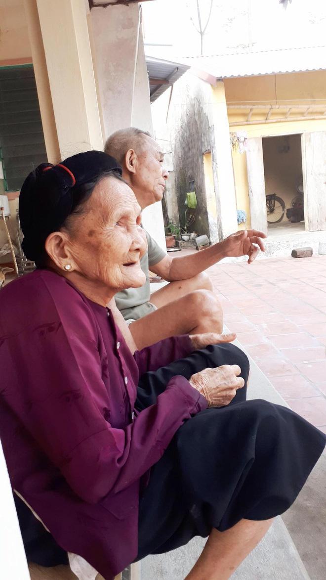 Xúc động cảnh bà nội 90 tuổi run run dúi tiền vào tay cháu trong ngày lên thành phố nhập học - Ảnh 3.