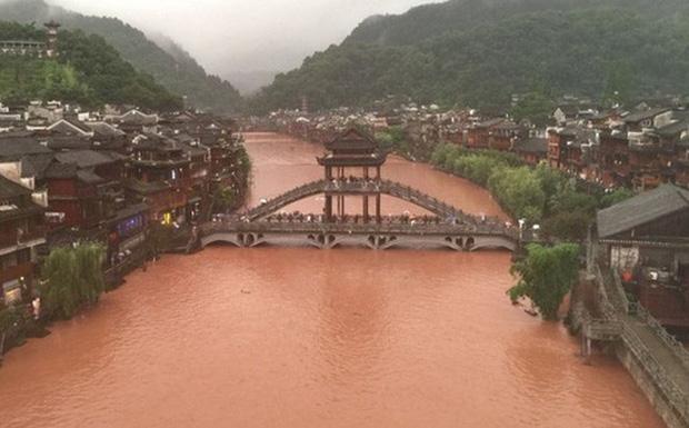 Chùm ảnh: Lũ lụt nghiêm trọng tại Trung Quốc, hơn 12 triệu người bị ảnh hưởng - Ảnh 2.