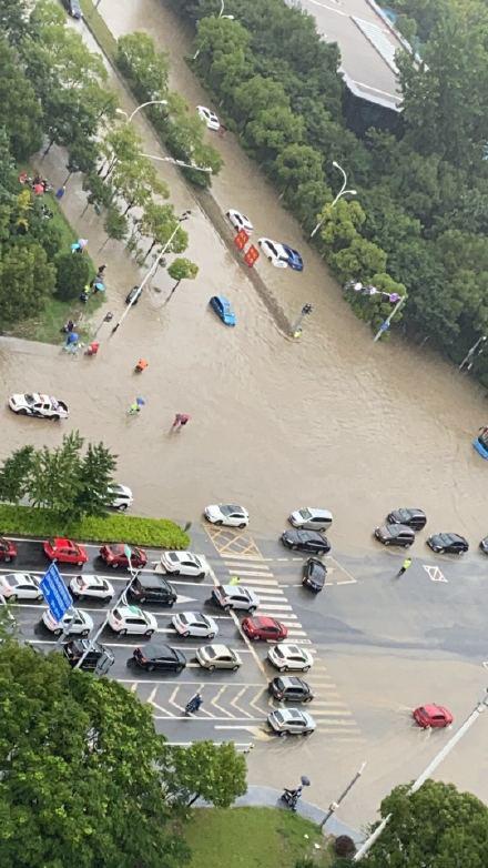 Mưa lớn lan rộng nhiều nơi ở Trung Quốc: Vũ Hán, Thượng Hải ngập trong biển nước khi kỳ thi Đại học khốc liệt nhất thế giới cận kề - Ảnh 5.