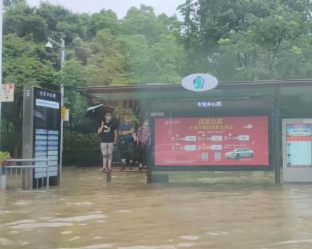 Mưa lớn lan rộng nhiều nơi ở Trung Quốc: Vũ Hán, Thượng Hải ngập trong biển nước khi kỳ thi Đại học khốc liệt nhất thế giới cận kề - Ảnh 7.