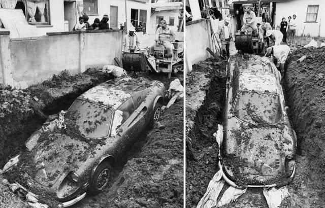 Chơi đào đất sau nhà, 2 đứa trẻ tìm thấy báu vật bị chôn cùng câu chuyện ly kỳ khiến cảnh sát phải cử cả đội đến điều tra - Ảnh 1.