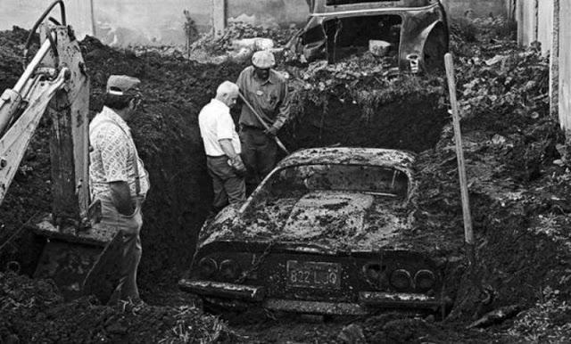 Chơi đào đất sau nhà, 2 đứa trẻ tìm thấy báu vật bị chôn cùng câu chuyện ly kỳ khiến cảnh sát phải cử cả đội đến điều tra - Ảnh 2.
