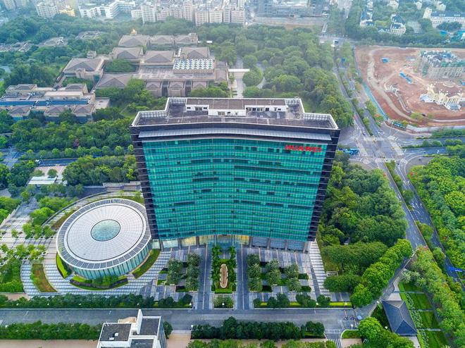 Bloomberg viết về sự thật đằng sau cuộc bành trướng của Huawei: Một vụ hacker tấn công và cái chết của gã khổng lồ viễn thông số 1 thế giới - Ảnh 4.