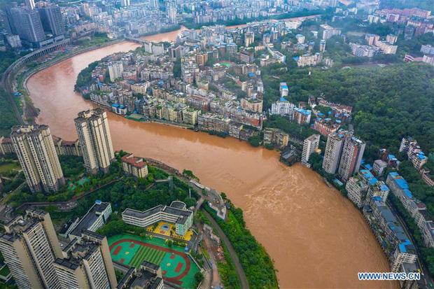 Chùm ảnh: Lũ lụt nghiêm trọng tại Trung Quốc, hơn 12 triệu người bị ảnh hưởng - Ảnh 8.