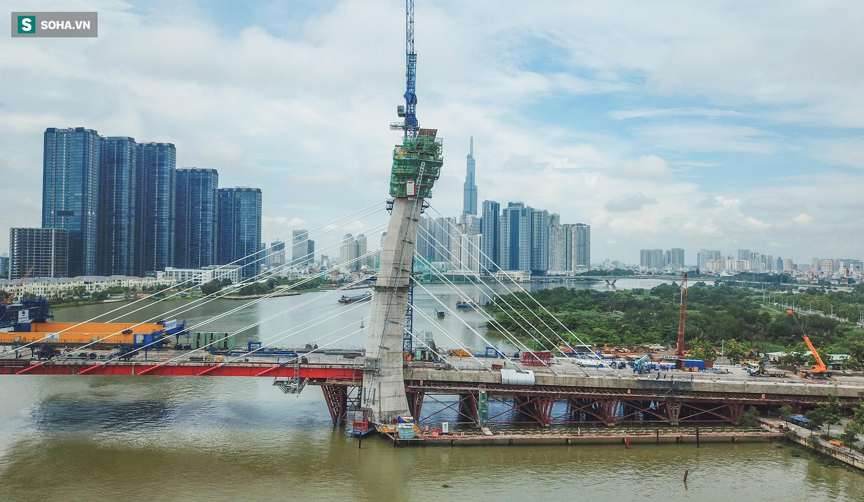 Cầu Thủ Thiêm 2 vươn mình ra sông Sài Gòn, lộ hình dáng khi nhìn từ trên cao - Ảnh 6.