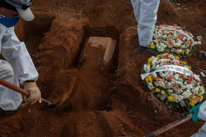 6 tháng hơn nửa triệu người chết, Covid-19 vẫn để lại một bí ẩn cực lớn: Nó thực sự chết chóc đến mức nào? - Ảnh 1.