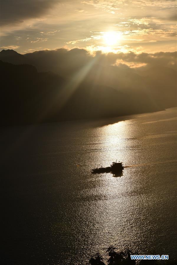 Kỳ vĩ đập Tam Hiệp qua 10 ảnh chụp trên không đẹp ngất ngây - Ảnh 2.