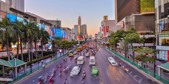 Cùng ngăn chặn thành công Covid-19, vì sao IMF đánh giá triển vọng kinh tế của Thái Lan xấu hơn nhiều so với Việt Nam? - ảnh 4