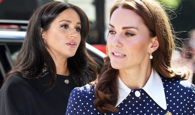 Meghan Markle từng làm náo loạn cung điện, gây hấn với nhân viên của Công nương Kate vì không chấp nhận lúc nào cũng bị xếp sau chị dâu - Ảnh 2.