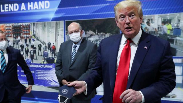 Đây là cách những chiếc khẩu trang ám ảnh Tổng thống Trump và đe dọa tương lai chính trị của ông chủ Nhà Trắng - ảnh 2
