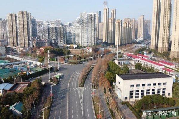 Cuộc sống lao đao của người dân Vũ Hán nửa đầu năm 2020: Dịch bệnh nguôi ngoai không bao lâu đã phải oằn mình chống lũ - Ảnh 4.