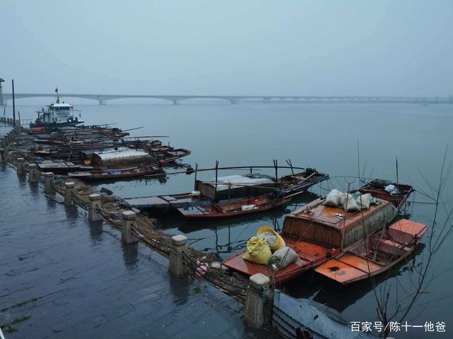Cuộc sống lao đao của người dân Vũ Hán nửa đầu năm 2020: Dịch bệnh nguôi ngoai không bao lâu đã phải oằn mình chống lũ - Ảnh 10.