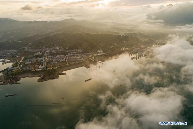 Kỳ vĩ đập Tam Hiệp qua 10 ảnh chụp trên không đẹp ngất ngây - Ảnh 9.