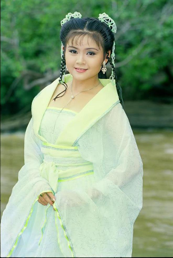 Thông tin ít người biết về hôn nhân của Kim Tử Long và vợ ba kém 11 tuổi - Ảnh 1.