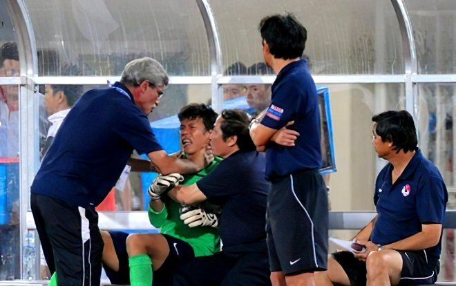 Những vụ bóp cổ dậy sóng bóng đá Việt Nam: HAGL góp mặt, Duy Mạnh gây tranh cãi gay gắt - Ảnh 1.