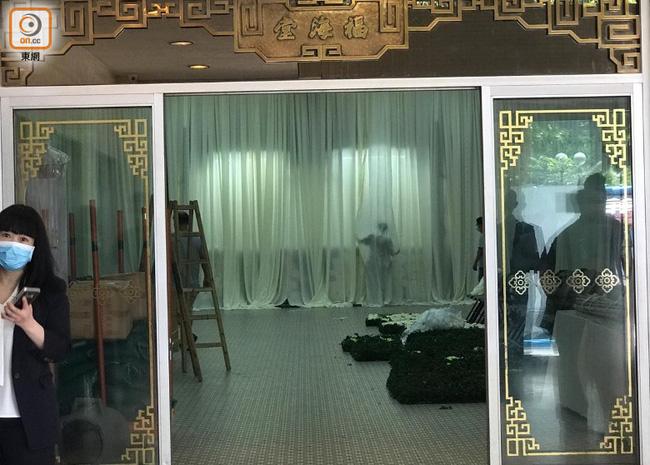 Quang cảnh tại tang lễ Vua sòng bài Macau: 3 con gái út trực tiếp chỉ đạo sắp xếp hậu sự của bố, cỗ quan tài trị giá gần 24 tỷ đồng - Ảnh 2.