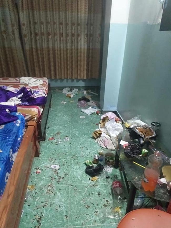 Chủ khách sạn sững sờ nhìn căn phòng bẩn không thể tưởng tượng nổi, tiết lộ khách thuê là 2 cô gái sang chảnh như tiểu thư - Ảnh 2.
