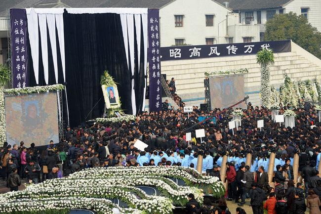 Đám tang của đại gia Trung Quốc: Chi hơn 16 tỷ đồng tổ chức tang lễ xa xỉ và câu chuyện người giàu phô trương thân thế địa vị - Ảnh 3.