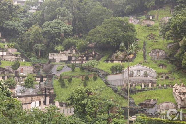 Vì sao vào năm sau linh cữu của Vua sòng bài Macau Hà Hồng Sân mới được an táng và phải được chôn ở nghĩa trang đặc biệt của gia tộc? - Ảnh 2.