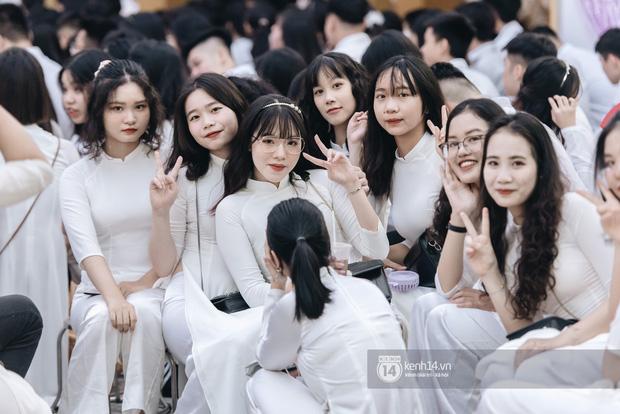 Dàn nữ sinh gây thương nhớ trong lễ bế giảng: Mặc áo dài hay đồng phục trắng đều mê mẩn lòng người - Ảnh 17.