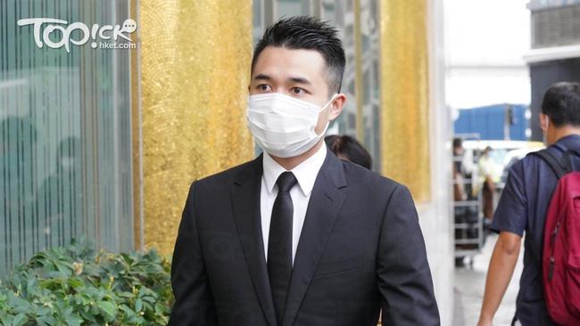 Gia quyến lần lượt đến tang lễ của Vua sòng bài Macau: Con trai xuất hiện sau lùm xùm tình ái, con gái thứ 3 đòi tranh gia tài cũng có mặt - Ảnh 3.