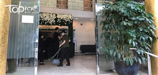 Quang cảnh tại tang lễ Vua sòng bài Macau: 3 con gái út trực tiếp chỉ đạo sắp xếp hậu sự của bố, cỗ quan tài trị giá gần 24 tỷ đồng - Ảnh 4.