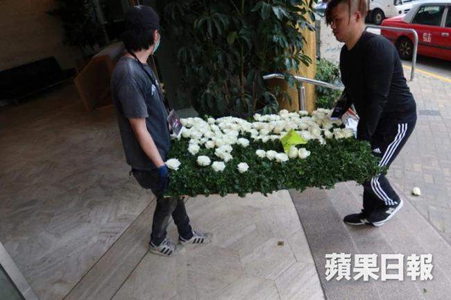 Quang cảnh tại tang lễ Vua sòng bài Macau: 3 con gái út trực tiếp chỉ đạo sắp xếp hậu sự của bố, cỗ quan tài trị giá gần 24 tỷ đồng - Ảnh 5.