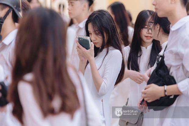 Dàn nữ sinh gây thương nhớ trong lễ bế giảng: Mặc áo dài hay đồng phục trắng đều mê mẩn lòng người - Ảnh 5.
