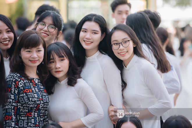 Dàn nữ sinh gây thương nhớ trong lễ bế giảng: Mặc áo dài hay đồng phục trắng đều mê mẩn lòng người - Ảnh 6.