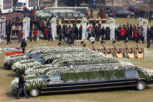 Đám tang của đại gia Trung Quốc: Chi hơn 16 tỷ đồng tổ chức tang lễ xa xỉ và câu chuyện người giàu phô trương thân thế địa vị - Ảnh 11.