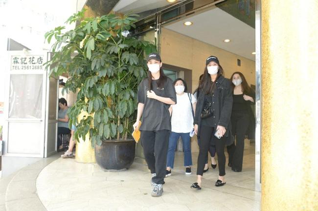 Quang cảnh tại tang lễ Vua sòng bài Macau: 3 con gái út trực tiếp chỉ đạo sắp xếp hậu sự của bố, cỗ quan tài trị giá gần 24 tỷ đồng - Ảnh 11.