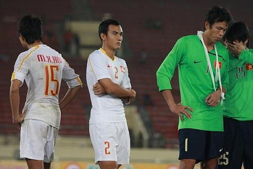 Những vụ bóp cổ dậy sóng bóng đá Việt Nam: HAGL góp mặt, Duy Mạnh gây tranh cãi gay gắt - Ảnh 2.