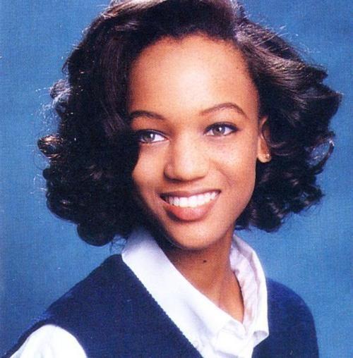 Tyra Banks: Siêu mẫu đẻ trứng vàng của làng thời trang Mỹ và 2 lần được mặc nội y triệu đô - Ảnh 1.