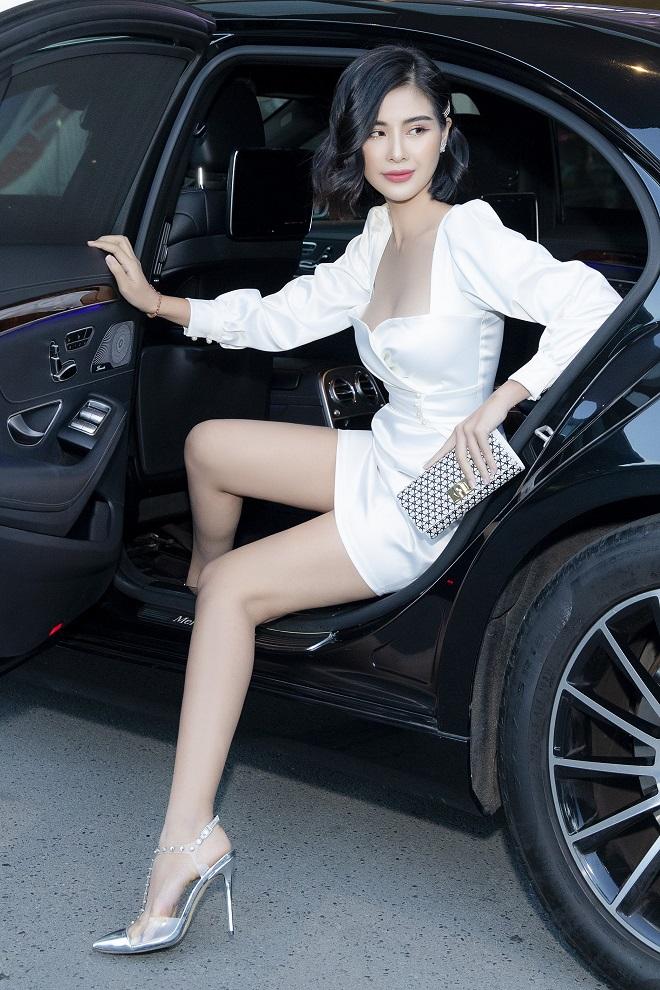 Hoa hậu Phạm Oanh khoe chân dài gợi cảm tại sự kiện - Ảnh 2.