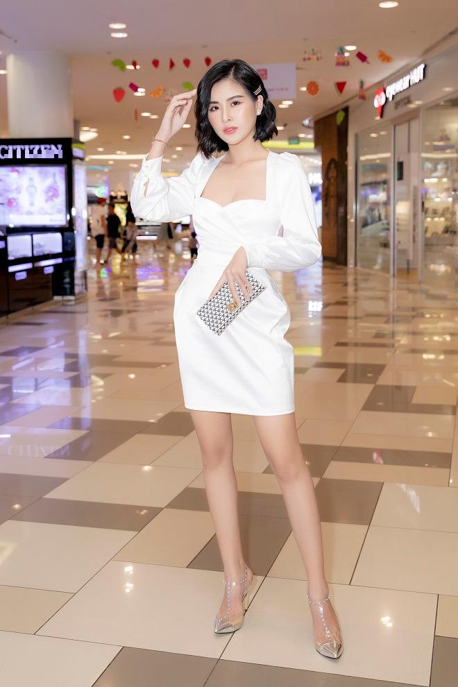 Hoa hậu Phạm Oanh khoe chân dài gợi cảm tại sự kiện - Ảnh 4.