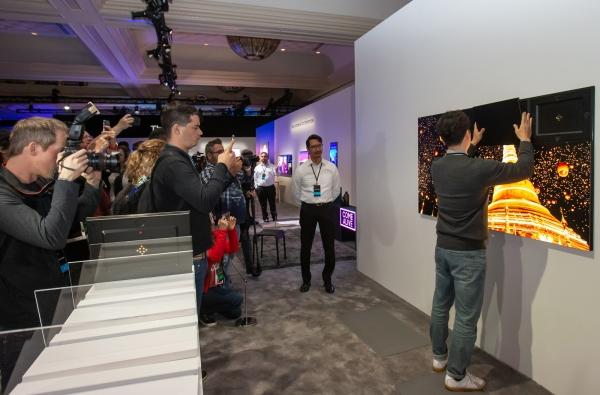 Samsung đang vật lộn trên hành trình sản xuất TV microLED - Ảnh 1.