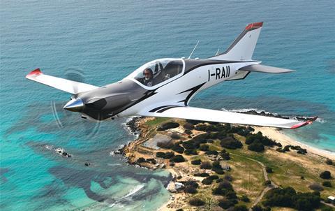 FlightGlobal: Hãng chế tạo Italy chào hàng máy bay mới cho Không quân Việt Nam - Ảnh 1.